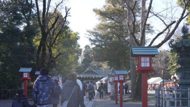元旦の鷲宮神社。入口。